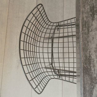 A bertoia black wire sidechair