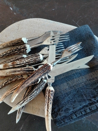 A set of 6 knives and forks