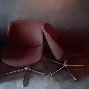 Pair of brown loungeseats on metal feet, original fabric