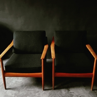 Unusual pair of fauteuils by walter Knoll